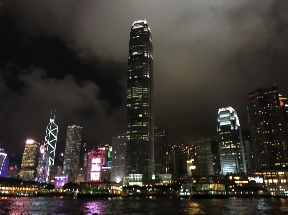 ふと見るとキャセイ航空のアジアマイルが期限を迎えてしまう!そうだ、特典航空券で香港に行こう