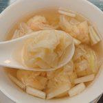 【香港 中環 セントラル】麥奀雲吞麵世家(Mak's Noodle)本店 小ぶりで上品な海老ワンタンをいただく