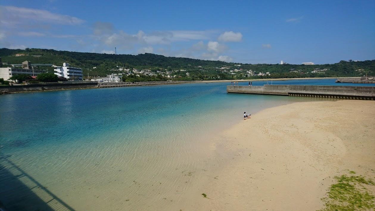 【ドライブコース】奥武島「いまいゆ市場」 沖縄の海の幸が詰まった海鮮丼で青空ランチ