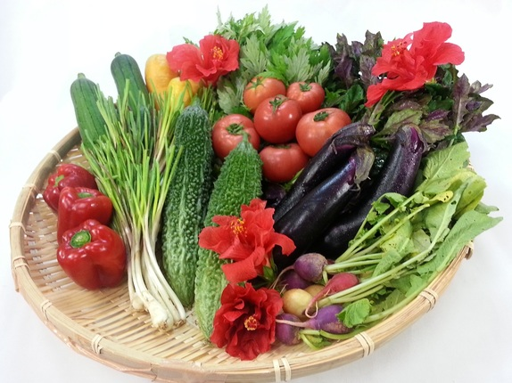 那覇での楽しみの1つになってきています。沖縄野菜を使ったコールドプレスジュースをいただく