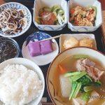 浜比嘉島ランチ 古民家でいただく ほっこりする沖縄家庭料理 てぃーらぶい